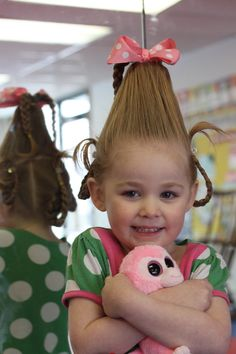 Best Picture For easy dr seuss costumes For Your Taste You are looking for something, and it is goin Dr. Seuss, Dr Seuss Day, Cindy Lou Who Hair, Cindy Lou Who Costume, Cute Girls Hairstyles, Headband Hairstyles, Gibson Girl Hair, Dr Seuss Costumes, Whoville Hair