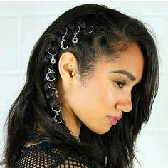 Saç yüzüklerine saç küpesi ve saç piercingi de deniyor, ancak en yaygın kullanıldığı kelime yüzük.