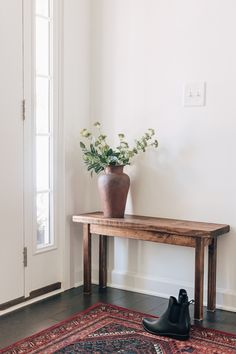 Diy Wood Bench, Rustic Bench, Wood Benches, Modern Home Interior Design, Interior Design Inspiration, Design Ideas, Easy Wood Projects, Rustic Room, Brown Furniture
