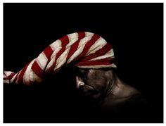 """S-T. De la serie """"Untitled Album"""" 28 cm x 35,5 cm 2009 1000€ #arte #art #fotografía #photography #cuban #RenéPeña Body, Beanie, Hats, Studio, Fictional Characters, Cuban Art, Cover Pages, Fotografia, Hat"""