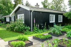 Kom på besøg i Claus Dalbys blomstrende krukkehave Modern Backyard, Backyard Landscaping, Outdoor Spaces, Outdoor Living, Summer House Interiors, Minimalist Garden, Little Gardens, Shed Homes, Garden Boxes
