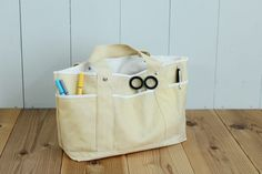 Excellent storage capacity with lots of pockets. How to make a tool bag – Bag World Sewing Accessories, Handmade Bags, Paper Shopping Bag, Tote Bag, Canvas, Fabric, Bag Patterns, Pockets, Fashion
