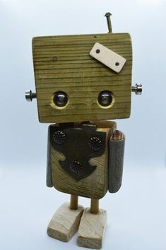 Steampunk robots, wood and iron recycling sculpture, steampunk gears Steampunk Robots, Recycling, Diy Robot, Fun Diy Crafts, Wood Toys, Wood Art, Wood Projects, Character Design, Woodworking