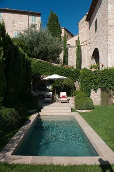 I love the small pool. Just big enough to splash in and cool off. LUNARIO Gira! Italian Villas