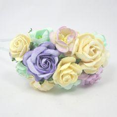 Hårbøjle med blomster i lilla, creme og mint