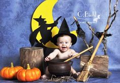 Halloween Meninas, Halloween Bebes, Moldes Halloween, Newborn Halloween, Spooky Halloween, Halloween Baby Pictures, Halloween Mini Session, Photographie D' Halloween, 1st Birthday Photoshoot