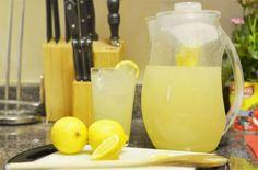 Διαίτα του λεμονιού: Χάστε 4,5 κιλά μέσα σε 7 μέρες! - Ομορφιά & Υγεία - Athens magazine Healthy Detox, Healthy Drinks, Healthy Eating, Juice Smoothie, Smoothies, Full Body Detox, Natural Detox Drinks, Lemon Diet, Fat Burning Detox Drinks