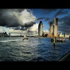 Skyline of Rotterdam, Kop van Zuid, Erasmusbrug, Hotel New York, Watertaxi.  Photo: @RianNeve