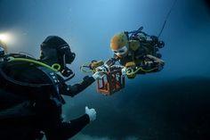 OceanOne é o nome do robô desenvolvido pela Universidade Stanford projetado para mergulhar mais fundo do que qualquer ser humano. Em sua primeira missão encontrou um vaso do século 17 nos destroços do navio de guerra La Lune que pertenceu a frota naval de Luís XIV. OceanOne fez uma descoberta arqueológica. . #olhardemahel #news #superinteressante #instagram  #lalune #luisxiv #arqueologia #tecnologia #robot #robosereia  #robotica #mergulhador #instanews #descoberta #pacontecimentos