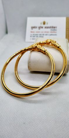 Gold Bangles Design, Gold Jewellery Design, Gold Jewelry Simple, Simple Necklace, Bangle Set, Bangle Bracelets, Fashion Rings, Fashion Jewelry, Indian Dresses