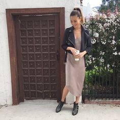 Jamie Chung Looks Feminine in Moto Style.would love to wear the same outfit. Jamie Chung, Spring Summer Fashion, Autumn Winter Fashion, Style Summer, Elegantes Outfit Frau, Look Fashion, Womens Fashion, Milan Fashion, Vestido Casual