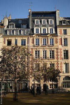 Encore! Life,   ♕   Place Dauphine, Paris   by © Carin Olsson...