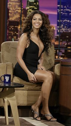 The Secrets of Beyonce Fitness. Beyonce Body, Beyonce Makeup, Beyonce Style, Estilo Beyonce, Pernas Sexy, Beyonce Knowles Carter, Beautiful Black Women, Beautiful Celebrities, Rihanna