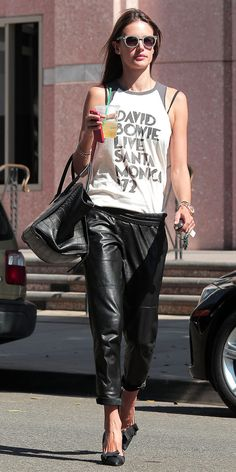 Alessandra Ambrosio shows us the right way to wear leather trousers.