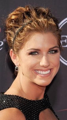 Soccer player Alex Morgan wowed at the 2013 ESPY Awards wearing pinned up curls.