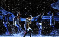 Celebrity Gossip & News | Justin Bieber Transforme les AMAs en Concours de T-shirt Mouillé | POPSUGAR Celebrity France Photo 10