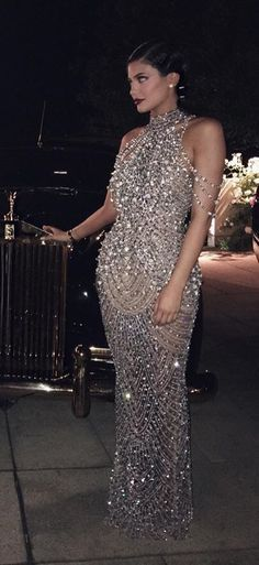 goodness the sparkle! (Kylie Jenner at her mom's Great Gatsby themed birthday) Great Gatsby Dresses, Great Gatsby Theme, Great Gatsby Wedding, Trajes Kylie Jenner, Estilo Kylie Jenner, Look Gatsby, Gatsby Style, Evening Dresses, Formal Dresses