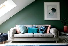 From metallics to minimalism - here are the top interior design trends of 2018 Furniture Design Living Room, Sofa Design, Colorful Interior Design, Home Decor Trends, Living Room Scandinavian, Interior Design Trends, Sofa Set Designs, Trending Decor, Interior Design