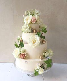 darling tiered layer cake in white gold & green! #LilyVanilliWedding - pillow soft vanilla sponge inside