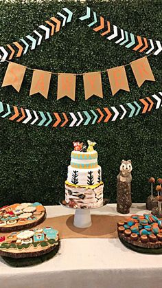 Fox woodland theme dessert table for baby shower baby shower brunch, boy baby shower themes Baby Shower Brunch, Baby Shower Table, Baby Shower Fun, Baby Shower Cakes, Baby Boy Shower, Baby Showers, Baby Shower Decorations For Boys, Boy Baby Shower Themes, Babyshower Themes For Boys