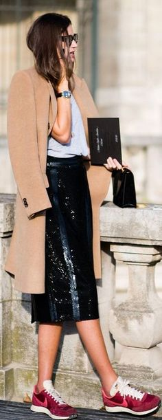 Street Style: Camel Coat, Sequin Skirt + Nike Sneakers in Paris (Le Fashion) Street Style Outfits, Sneakers Street Style, Looks Street Style, Looks Style, Sneakers Fashion, Nike Street Style, Work Outfits, Fashion Mode, Look Fashion