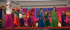 """""""हमर छत्तीसगढ़"""" लोकमंच पर छतौना की सांस्कृतिक संस्था माटी मोर मितान के कलाकार महेंद्र साहू एवं साथियों ने छत्तीसगढ़ी गीतों की प्रस्तुति दी. कार्यक्रम की शुरुआत में गणेश वंदना करते हुए 'जय हो जय हो गणपति महराज' गीत पेश किया. उसके बाद माता जसगीत, गोरी आबे मोरे अंगना, मोर छत्तीसगढ़ महतारी आदि सुमधुर गीत प्रस्तुत किए. बालोद, दुर्ग एवं बेमेतरा के पंचायत प्रतिनिधियों ने लोक गीतों का लुत्फ़ उठाया."""