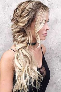 beachy waves hairstyle with chunky fishtail braid