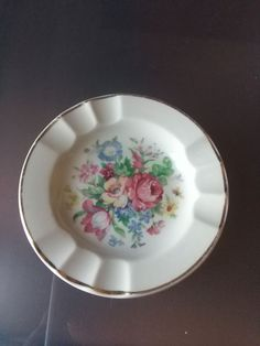 This is for a beautiful Imari China hand painted ashtray.