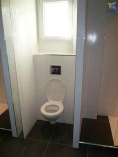 Wc suspendu avec rangement int gr deco id es pinterest for Fenetre toilette