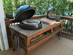 12 Incredibly Creative Chair Planter Ideas to Make Your Exterior Stand Out - The Trending House Big Green Egg Outdoor Kitchen, Big Green Egg Table, Green Egg Grill, Backyard Kitchen, Outdoor Kitchen Design, Rustic Kitchen, Summer Kitchen, Kitchen Decor, Grill Table