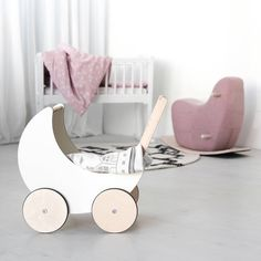 Is your friend having her first baby soon? ⏳👶 The ooh noo collection is thoughtfully designed so that each item can stand alone as a special gift or be part of a mix and match collection that suits your (friend's) style, taste and needs.  Our toy pram, toddler rocking horse, cotton throw blanket, baby play mat combined with little village blocks and, of course, our baby bedding collection are perfect to give for a baby shower  or as a welcome to the world gift for baby.  Who wouldn't want…