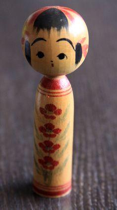 Design Kokeshi,Holzpuppe,Handmade,alt,sehr schön in Antiquitäten & Kunst, Internationale Antiq. & Kunst, Asiatika: Japan | eBay!