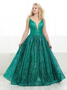 Style 16453 from Tiffany Designs is a stunning cracked ice tulle plus size gown that has a V-neck drop waist bodice, an A-line skirt, a lace-up back, and a train. Plus Prom Dresses, Pageant Dresses, Top Dress Designers, Designer Dresses, Elegant Ball Gowns, Formal Gowns, Tiffany Dresses, Plus Size Gowns, Popular Dresses