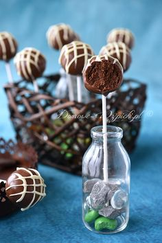 Schoko- Cake Pops - Patisserie - For Life Food Cake Mix Cookie Recipes, Cake Mix Cookies, Cheesecake Recipes, Chocolate Cake Pops, Chocolate Recipes, Dessert Halloween, Bon Dessert, Dessert Food, Valentines Day Cakes