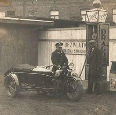 POLICJA SOKÓŁ MOTOCYKL WŁOCŁAWEK STACJA BENZYNOWA Eastern Europe, Motorbikes, Antique Cars, Army, History, Biking, Vehicles, Vintage Cars, Gi Joe