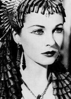 Vivien Leigh n Caesar and Cleopatra (1945) Collezione leggerissimi: http://www.leggerissimi.it/it/modelli-occhiali-senza-montatura/donna/vista/modello-7.php