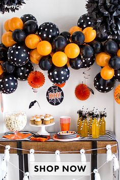 Balloons, plates, cups and all the other essentials to make your Halloween party the most spooktacular one ever. Shop Party City for all the creepiest and fun Halloween decor. Halloween Party Snacks, Halloween Birthday, Diy Halloween Decorations, Cute Halloween, Holidays Halloween, Halloween Pumpkins, Modern Halloween, Halloween Carnival, Halloween 2020