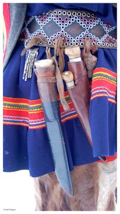 Beautiful Sami belt with traditional knives Folk Costume, Costumes, Bushcraft Kit, Primitive Survival, Custom Leather, Traditional Design, Leather Working, Finland, Lappland