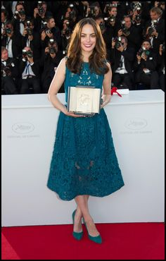 Bérénice Béjo wears ELIE SAAB Ready-to-Wear Fall Winter 2013-14 to accept her award for 'Best Female Actress' at the Closing Ceremony at The 66th Annual Cannes Film Festival.
