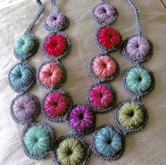Ideas for crochet bracelet patterns free hooks Crochet Collar Pattern, Crochet Necklace Pattern, Knitted Necklace, Crochet Earrings, Crochet Patterns, Freeform Crochet, Bead Crochet, Irish Crochet, Jewelry Patterns