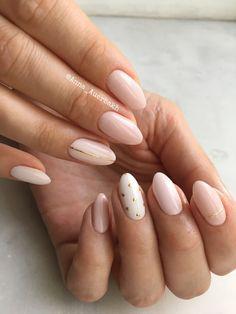25 Stunning Minimalist Nail Art Designs - Nails - The most be Spring Nail Art, Spring Nails, Nail Art Vernis, Nail Manicure, Manicure Ideas, Pedicure, Subtle Nail Art, Neutral Nail Art, Brown Nail Art