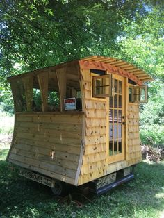 Gypsy Tug is a 3 season tiny home built by Carpenter Owl, a tiny home company located in Bloomington, IN.  This is a prototype home that can be placed on pontoons, in the bed of a truck, or on a small utility trailer.  Currently the Tug is on a utility trailer and weights about 1,600 pounds.…