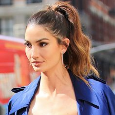 Lily Aldridge has the winning formula for the perfect high, wavy ponytail.