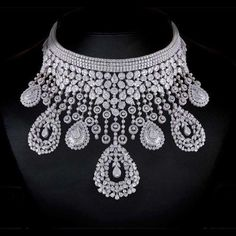 A diamond necklace is sure to charm your style aspect.Here are some majestic diamond necklace designs. I Love Jewelry, Fine Jewelry, Jewelry Design, Jewelry Ideas, Bridal Necklace, Bridal Jewelry, Fascinator, Diamond Jewelry, Diamond Necklaces
