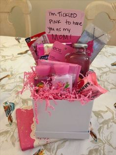 Tickled pink gift basket / mother's day gift totally gotta d Diy Mother's Day Gift Basket, Diy Gift Baskets, Diy Christmas Presents, Christmas Gift Baskets, Xmas Gifts, Christmas Diy, Bff Gifts, Homemade Christmas, Christmas Projects