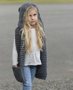 stricken kinder einfach Knitting PATTERN-The Tuft Hooded Scarf months, Toddler, Child, Teen, Adult sizes) Baby Knitting Patterns, Knitting For Kids, Crochet Patterns, Crochet Baby, Knit Crochet, Hooded Scarf Pattern, Velvet Acorn, Super Bulky Yarn, Diy Clothes