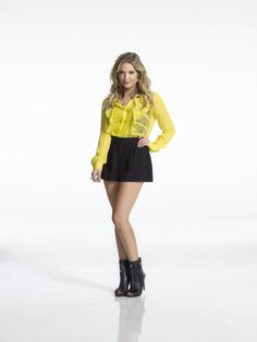 Hanna short skirt with yellow top