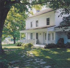 American Farmhouse, White Farmhouse, Farmhouse Homes, Farmhouse Plans, Modern Farmhouse, Farmhouse Style, Farmhouse Design, Old Farm Houses, Up House