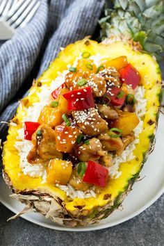 hawaiian food recipes Pineapple chicken stir fry over rice served inside half a pineapple. Pineapple Chicken Stir Fry, Pineapple Chicken Recipes, Pineapple Bowl, Baked Pineapple, Hawaiian Chicken, Real Food Recipes, Cooking Recipes, Yummy Recipes, Dinner Recipes