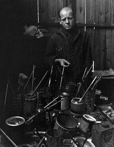 Jackson Pollock by Arnold Newman, 1949.                                                                                                                                                     Más